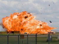 В Калифорнии на борту истребителя случился взрыв