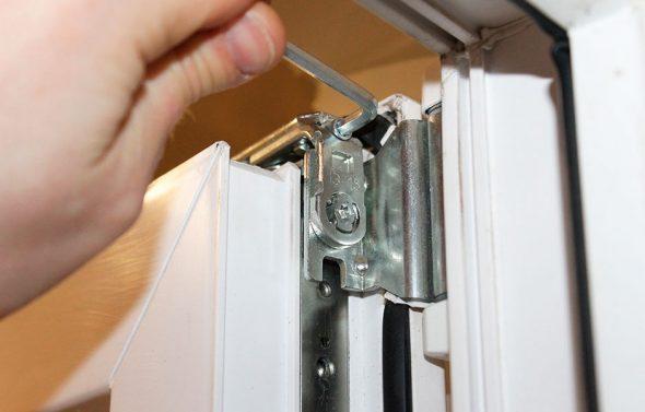 Регулировка пластиковых окон – необходимая мера для обеспечения комфорта в доме